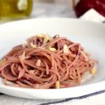 spaghetti con pesto di radicchio rosso