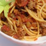 Spaghetti con sugo alla salsiccia di pollo e tacchino