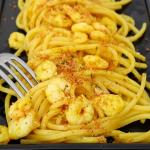 spaghetti gamberi e curcuma
