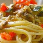 Spaghetti zucchine, vongole e pomodorini