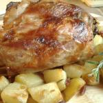 Stinco arrosto con patate rosse