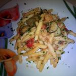 strozzapreti con zucchine pomodorini e gamberetti