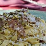 tagliatelle al prosciutto panna e pistacchi