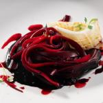 Tagliatelle, rape rosse e seppie al lime