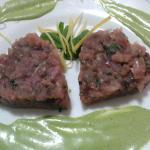 Tartare di tonno con crema al basilico