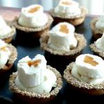 Tartellette con crema di robiola e albicocche by Montersino