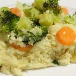 Terrina di cous cous integrale, verdure e formaggi.