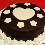 Torta al cocco con pasta di zucchero al cacao