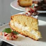 Torta aromatizzata al sambuco