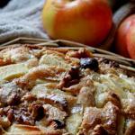 Torta di mele , frutta secca  e cannella