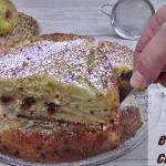 torta di pere e gocce di cioccolato