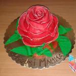 Torta rosa in pasta di zucchero