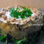 Torta salata di pane raffermo farcita con tonno e salmone