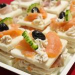 Tramezzini veloci con crema di formaggio, salmone e prosciutto
