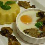Uovo su fonduta di parmigiano e porcini