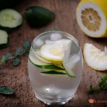 Acqua detox al limone e cetriolo