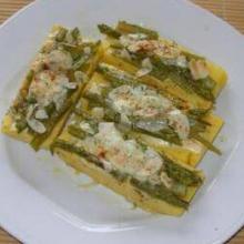 asparagi gratinati alle mandorle su crostoni di polenta