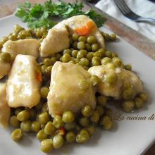 Bocconcini di pollo con i piselli /chicken with green peas