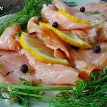 Carpaccio di salmone, un antipasto velocissimo