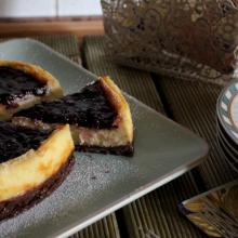 Cheesecake al forno con confettura di frutti rossi