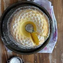 Ciambella soffice con margarina vegetale e formaggio cremoso