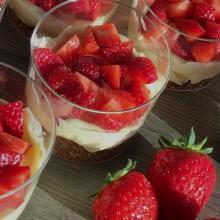 Coppette yogurt e fragole