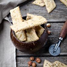 Crackers farina di lupini e nocciole con esubero lievito madre
