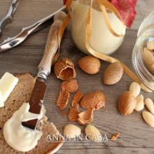 Crema spalmabile cioccolato bianco e mandorle