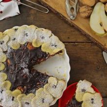 Crostata con crema al cioccolato, pere e noci