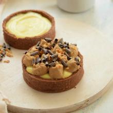 Crostatine al cacao, crema e namelaka cappuccino
