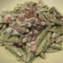 Foglie d'ulivo agli spinaci con funghi champignon e crema di gorgonzola