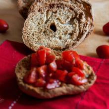frisella o fresella, caratteristico pane biscottato tradizionale