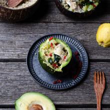 Insalata di quinoa avocado pollo zucchine e goji