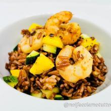 Insalata di riso ermes con gamberi zucchine e mango