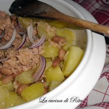 Insalata saporita di patate, tonno e fagioli