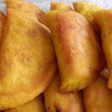 Mezzelune di patate farcite alle acciughe e tuma