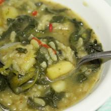 Minestra con riso, patate e spinaci