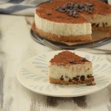Mousse cake alla panna e gocce di cioccolato