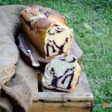 Pan brioche allo yogurt con mirtilli e pistacchi
