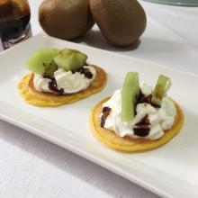 pancake salati con formaggio e kiwi
