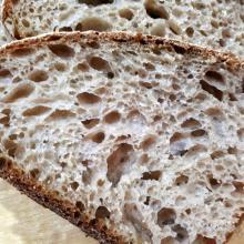 pane con miscela di grani teneri, abbondanza e vivenza