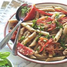 Pasta fredda: aglio olio e pomodori