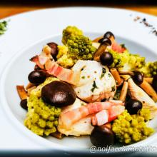 Petto di pollo con cavolo romanesco e funghi