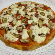 Pizza porcini, taleggio e profumo di timo