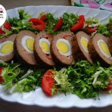 Polpettone di carne ripieno con prosciutto uova e salsiccia