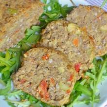 Polpettone di lenticchie con olive e pomodori secchi