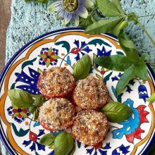 Pomodori gratinati con  olive e capperi
