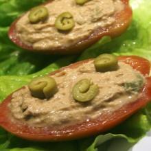 pomodori ripieni con tonno olive e salsa piccante