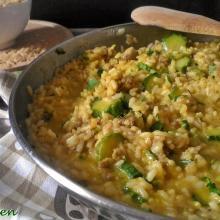 risotto con zucchine, zafferano e salsiccia