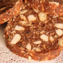 Salame al cioccolato con panettone e noci (di riciclo)